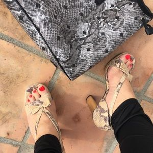 🎀 Michael Kors Platform snakeskin sandals 🎀